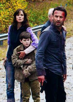 Lori, Carl and Rick Grimes - season 2