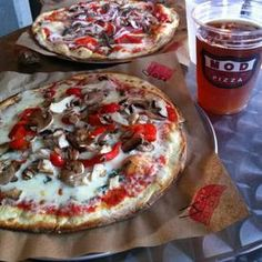 Mod Pizza serving