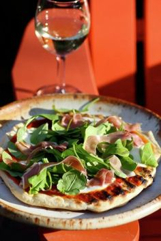 FRIDAY NIGHT DINNER arugula and prosciutto pizza-on-the-grill - Living Tastefully