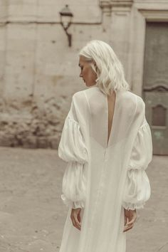 My universe Archives - Marta Martí Wedding Dress Sleeves, Best Wedding Dresses, Designer Wedding Dresses, Wedding Styles, Bridal Looks, Bridal Style, Estilo Harry Potter, Minimalist Wedding Dresses, Casual