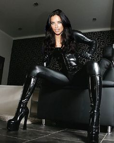"lv-dogsbody: ""FETISH LADY "" Beauty surrounded with an aura of sophistication and assertion. Leather Pants Outfit, Leather Tights, Sexy Women, Sexy Older Women, Latex Fashion, Fashion Models, Sexy Outfits, Lederhosen Outfit, Leder Outfits"