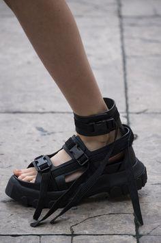 16 bästa bilderna på Shoes | Skor, Löparskor dam och Balskor