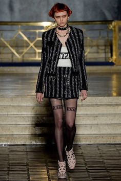 Explore the looks, models, and beauty from the Alexander Wang Autumn/Winter 2016 Ready-To-Wear show in New York on 13 February with show report by Emily Sheffield Fall Fashion 2016, Love Fashion, Fashion News, Fashion Models, High Fashion, Fashion Beauty, Fashion Show, Fashion Trends, Style Fashion