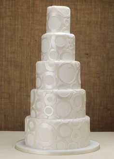 #White #Circles #Cake with shimmer! Looks beautiful! We love and had to share! Great #CakeDecorating!