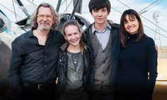 Asa Butterfield, Britt Robertson, Gary Oldman and Carla Gugino on the set of The Space Between Us