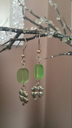 Hey, I found this really awesome Etsy listing at https://www.etsy.com/listing/247864305/green-glass-bead-with-four-leaf-clover