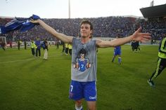 """Ángelo Henríquez, """"Gohan"""", el """"heredero"""" de """"Gokú"""" Rivarola celebrando el 4° gol en el 5-0 de U de Chile sobre colo colo."""