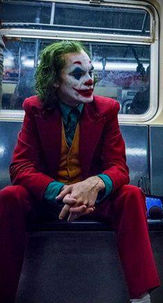 Joaquin Phoenix on the set of 'Joker' Joker Batman, Joker Art, Batman Comics, Gotham Batman, Batman Art, Batman Robin, Joker Poster, Joker Frases, Joker Quotes