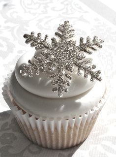 edible sparkle snowflake cupcakes to go with our sparkly snowflake invites