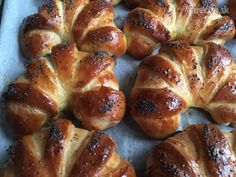 Plnené pruhované rohlíčky Krútňava (fotorecept) - Recept Croissant, Pretzel Bites, French Toast, Bread, Breakfast, Ale, Food, Basket, Morning Coffee