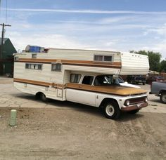 Motor home Truck Bed Camper, Pickup Camper, Chevy Pickup Trucks, Camper Caravan, Truck Camping, Camper Trailers, Vintage Motorhome, Vintage Rv, Vintage Travel Trailers