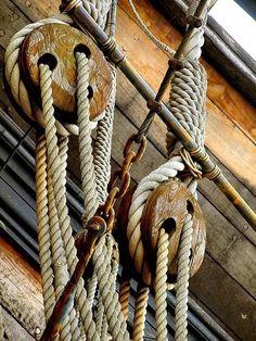 Rope pulley blocks