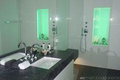 Beleuchtung + Dusche + eckiges Waschbecken