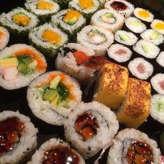 Mama always said life is like a box of sushi ... #nomnomnom #sushi #sushitime #ifoodphotography #foodpic  #art #asian #lounge #restaurant #Zwolle Zuid