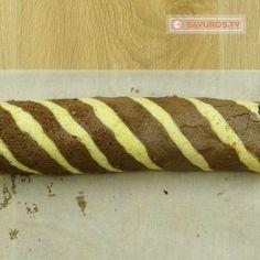 Ruladă dungată cu cremă de ciocolată și dulceață de căpșuni- un desert fabulos și foarte delicios! - savuros.info Hot Dog Buns, Hot Dogs, Bread, Breads, Baking, Sandwich Loaf