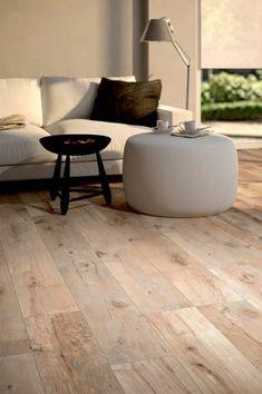 Fliesen in Holzoptik - die moderne Alternative - tipps - Wood Plank Flooring, Wood Parquet, Wood Planks, Flooring Tiles, Wood Effect Porcelain Tiles, Wood Look Tile, Tile Wood, Wood Stain, Wall Tile
