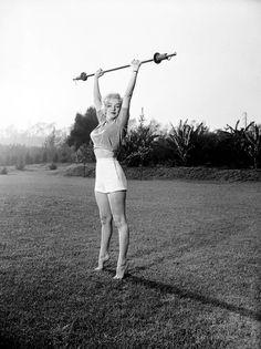 Marilyn Monroe was in shapely*