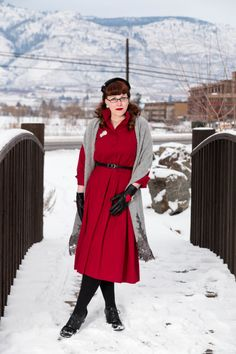A beloved 1950s dress, two stellar Alice Hannah accessories, and wintertime serenity as far as the eye can see | Chronically Vintage. #1950s #vintage #winter #fashion #Alice_Hannah #accessories