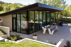 Photo 15 of 16 in This Can-Do Pool House Cleverly Goes From Private… Exterior, Metal Roof Material, Modern Pool House, Best Modern House Design, Modern Pools, Pool House Designs, Backyard Pool Designs, Backyard Pools, Pool Decks, Pool Landscaping, Backyard Guest Houses