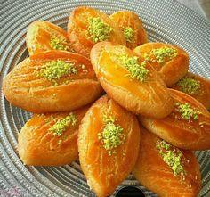 شیرینی شکر پاره یکی از انواع شیرینی ترکیه ای و بسیار خوشمزه هست. این شیرینی را با روشهای مختلفی میشه تهیه کرد. در ادامه یکی از روش های تهیه این شیرینی