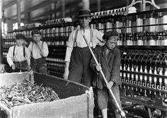 Technological Changes and the Industrial Revolution Lesson Plan - Year 9 Depth Study - Australian Curriculum Lessons Old Pictures, Old Photos, Vintage Photos, Vintage Photographs, Us History, American History, History Pics, Design History, History Class