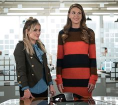 The costume designers for TVLand show Younger share their tips for looking younger. Hint: It's all about how you wear the clothes. Hilary Duff, Younger Tv Series, New Chic, Look Younger, Gilmore Girls, New Wardrobe, Playing Dress Up, Her Style, Style Guides