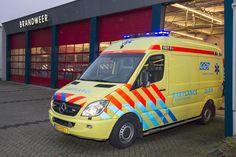 Vanaf begin dit jaar staat op de brandweerkazerne in Veldhoven een babylance gestald. Binnen werktijd is hiervoor ook een chauffeur aanwezig. Deze speciaal ingerichte ambulance is bedoeld voor het specifieke vervoer van couveusebaby's. Veldhoven is uitgekozen voor de stalling van dit bijzondere voertuig omdat Maxima Medisch Centrum (MMC) beschikt over een intensive-careafdeling ingericht op de verpleging van couveusekinderen #NICU #Ambulance