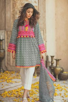Women fashion Night Out Going Out Plus Size - - Women fashion Videos Minimalist Accessories - Women fashion Jeans Mom Pakistani Fashion Casual, Pakistani Dresses Casual, Pakistani Dress Design, Indian Fashion, Stylish Dresses For Girls, Stylish Dress Designs, Designs For Dresses, Frock Design, Frock Fashion