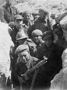 Spain - 1936-39. - GC - 15th International Brigade Volunteers, Group Shots Cold War, Poster On, Military History, World War Two, Warfare, Spanish, Group Shots, Sailors, Rifles