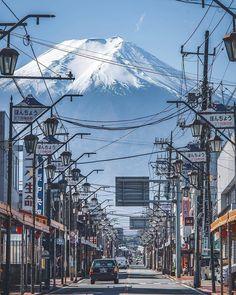 """Journal du Japon on Instagram: """"Bon week end!  @Regran_ed from @japanlives -  Pernah mendaki simbol Jepang ini? . Gunung Fuji, Jepang . Foto oleh @_h1roya . #japanlives…"""" Aesthetic Japan, Japanese Aesthetic, Bon Weekend, Japan Landscape, Japan Street, City Vibe, Mount Fuji, City Art, Tokyo Japan"""