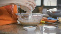 Para realizar las #TorticasDeCambur debes aplastar el cambur hasta que quede en papilla, agregarle huevo y leche y cocinarlas en un sartén.