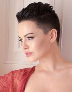 There is Somthing special about women with Short hair styles. I'm a big fan of Pixie cuts and buzzed cuts. Edgy Short Hair, Short Hair Cuts, Short Pixie, Girls Short Haircuts, Short Hairstyles For Women, Pixie Hairstyles, Pixie Haircut, Buzzed Hair, Peinados Pin Up