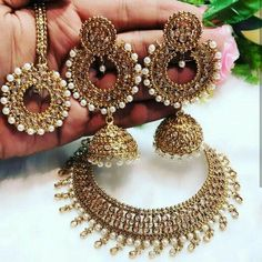 bridal jewelry for the radiant bride Indian Jewelry Earrings, Indian Jewelry Sets, Fancy Jewellery, Jewelry Design Earrings, Silver Jewellery Indian, Gold Earrings Designs, Indian Wedding Jewelry, India Jewelry, Stylish Jewelry