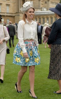 Princess Beatrice of York attends Buckingham Palace garden party in pretty colorful flower print skirt with a long sleeve cream blouse with an embellished collar and gold buttons on Princesa Beatrice, Princess Eugenie And Beatrice, Duchess Of York, Duke And Duchess, Windsor, Princesa Real, Eugenie Of York, Princess Letizia, Sarah Ferguson