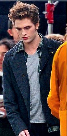 Robert Pattinson on Eclipse set                                                                                                                                                      More