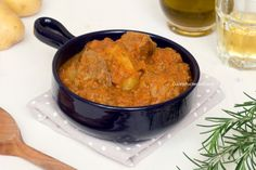 Lo spezzatino con le patate è una ricetta molto semplice da realizzare, tanto gustosa, saporita e cremosa , un classico intramontabile che piace a tutti!