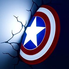 This wall light and a crack sticker were inspired by the first Avengers weapon. Grab your own Captain America shield today. Marvel Captain America, Captain America Comic Books, 3d Deco Light, 3d Light, Soft Light, Marvel Avengers, Iron Man, Ultimate Marvel, Life Size Statues