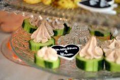 Pour l'apéro, testez ces toasts de concombre thon et #kiri. Miam ! #kiri #apero #concombre #recette #sain