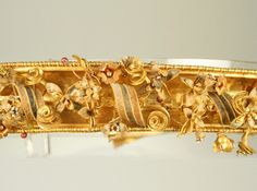 Details of the gold diadem, found in the tomb degli Ori, in Canosa (Cari)MARTA :: Museo Nazionale Archeologico di Tarantoc.a century B. Ancient Jewelry, Antique Jewelry, Gems Jewelry, Jewelry Art, Museum Studies, Royal Art, Royal Jewels, Tiaras And Crowns, Gems And Minerals
