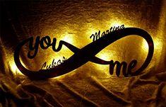 Das aus hochwertigem Pappelsperrholz gefertigte Liebesgeschenk Nachtlicht ist eine Geschenk mit Symbolcharakter. Wunschnamen angeben und ein Unikat erhalten. Ideal auch als Geschenk zum Jahrestag, Hochzeitstag oder Valentinstag.
