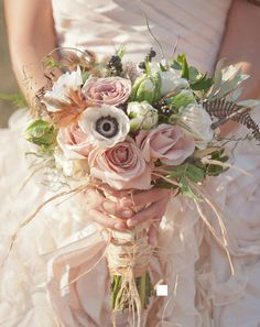 This is exactly what I want my bouquet to look like and the colors our the inspiration of my wedding.