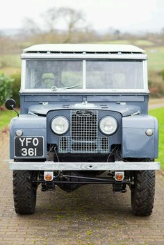 Heavy Cast SMALL Metal Sign `LAND ROVER`  a Lovely Present series 1 2 2a