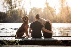27 Ideas Dogs Pictures Fall For 2019 Fall Couple Photos, Photos With Dog, Couple Picture Poses, Couple Photoshoot Poses, Fall Pictures, Fall Photos, Couple Pictures, Dog Pictures, Family Pet Photography