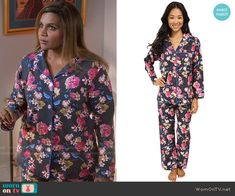 Mindy's grey floral pajamas on The Mindy Project.  Outfit Details: https://wornontv.net/65901/ #TheMindyProject