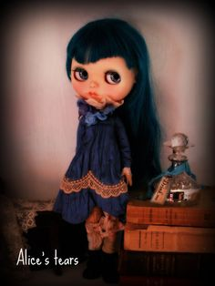 Lovely blue silk colour, very difficult to catch by camera. Inspired in Alice by L. Carroll. Dresses ONLY FOR PURE NEEMO BODY, size S  Now, if you'll