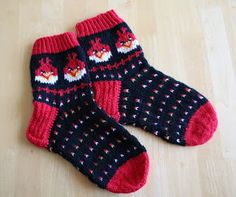 Angry Birds wool socks pattern (in finnish) Knitting For Kids, Knitting Socks, Baby Knitting, Tapestry Crochet Patterns, Knit Baby Booties, Cozy Socks, Knitted Slippers, Patterned Socks, Kids Socks
