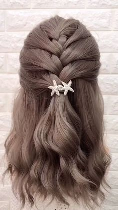 Visit to get around hairstyle tips nail art and a variety of needs for a healthy body Easy Hairstyle Video, Easy Hairstyles For Medium Hair, Step By Step Hairstyles, Braided Hairstyles Tutorials, Cute Hairstyles, Medium Hair Styles, Wedding Hairstyles, Curly Hair Styles, Braid Hairstyles