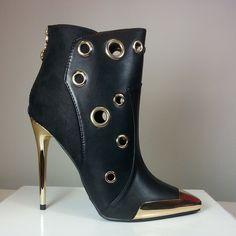 Black pointy-toe heel with gold metallic cup #cutesyoriginals