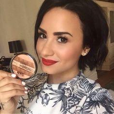 Demi Lovato using bronzer for NYC Colour