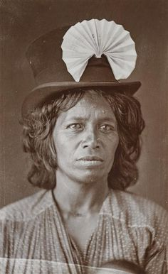 Maori woman wearing top hat and paper fan - Nga Toi | Arts Te Papa